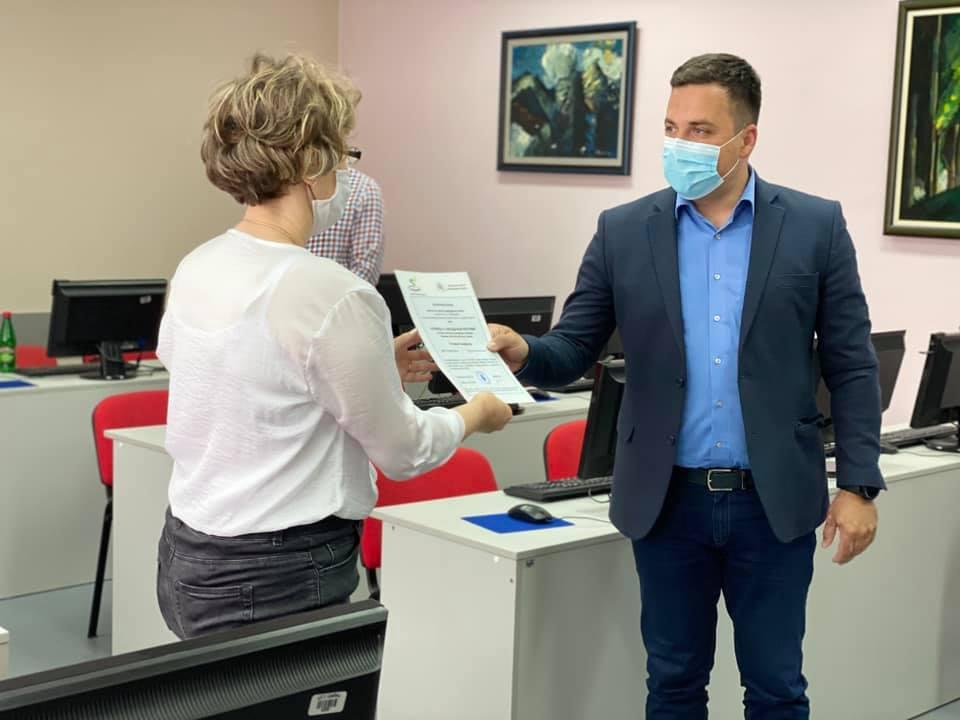 Полазницима основне информатичке обуке уручени сертификати